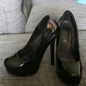 Size 6.5 black patent leather pump